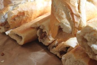 Die fertigen, frischen, knackigen Brote.