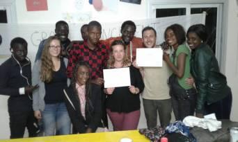 Gruppenbild mit Lola und Sofian (mit Attesten) zusammen mit Andrea und dem Team Senegal