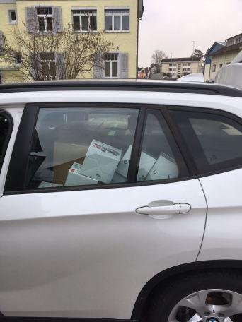 Im Auto wurde jeder mögliche Platz ausgefüllt!