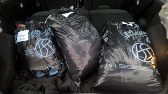 Nach dem Ende des Winterkleiderverkaufs durften wir bei der Schatzcheschte wieder zahlreiche Kleidungsstücke abholen!