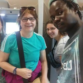Zusmmentreffen am Flughafen in Dakar. Der gesamte Vorstand ist gemeinsam in Senegal.