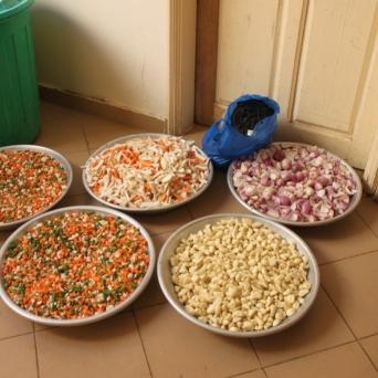Bereits am Vorabend hat unser Koch mit seinen Kollegen viel Gemüse geschnitten