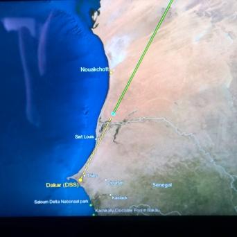 Bald ist es geschafft. Leider fliegen wir über Senegal und müssen nachher wieder nordwärts fahren mit dem Auto.