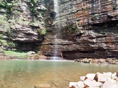 Der schönste Wasserfall des Landes! Herrlich erfrischend in einer sehr heissen Umgebung!